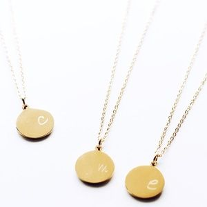 Jewelry - N1118 New Gold Engraved Initial Disc Necklace
